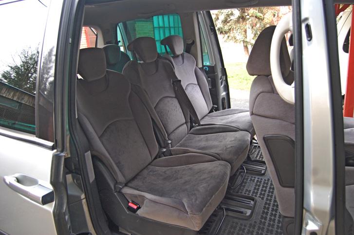 Minden ülésen kétfelől biztonságiöv-csatlakozó és isofix. A felemelőszerkezet egy idő után elfárad