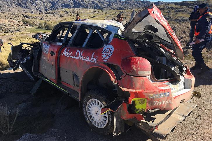 Mekee tavaly nullázott C3 WRC-inek egyike. Ezt itt az argentin ralit törte össze