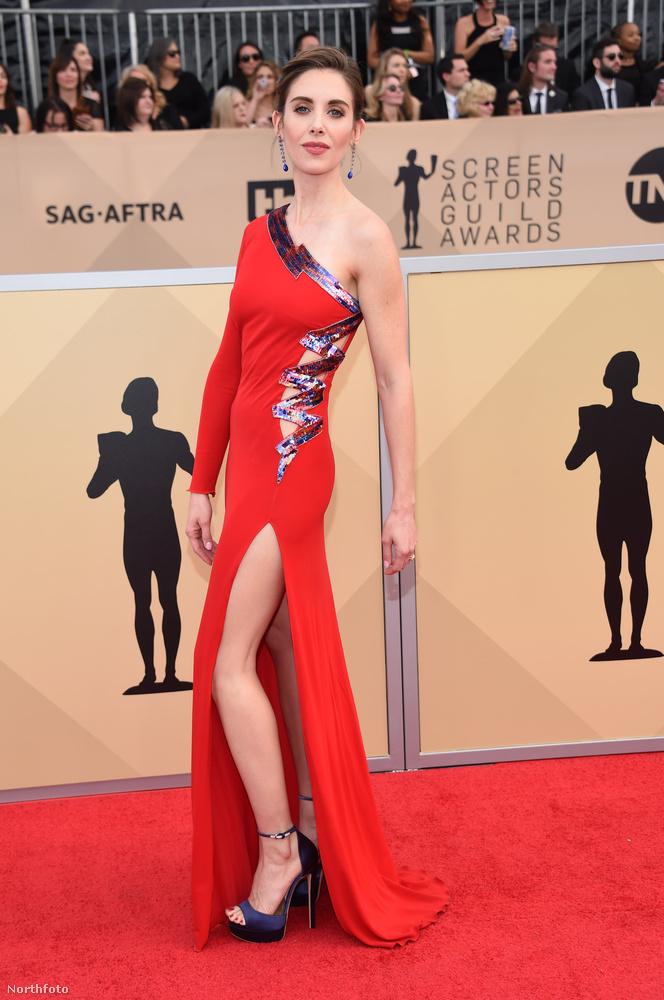 Amint az Alison Brie vörös ruháján is látszik, itt már nem volt akkora egyértelmű kiállás a Time's Up, illetve a #metoo kampány mellett