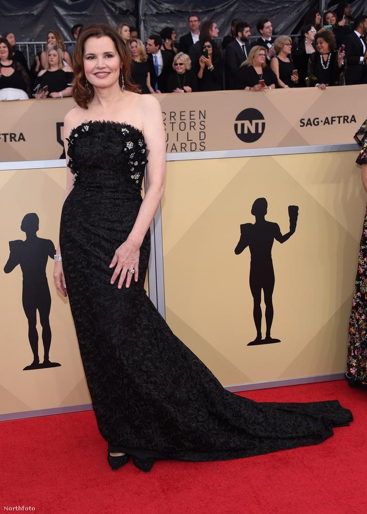 Persze azért a SAG-on is voltak fekete ruhás színésznők, például Geena Davis, aki éppen a gála napján ünnepelte a 62