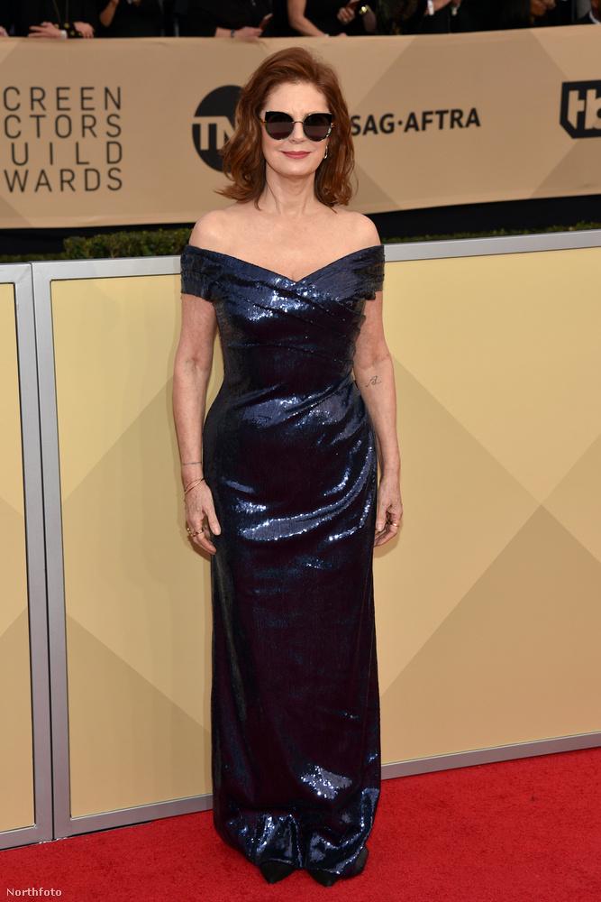 ...ahogy Susan Sarandonnak sincs, 71 évesen.És, igen innentől kezdve mutatjuk is, a beígért ötven feletti színésznőket.