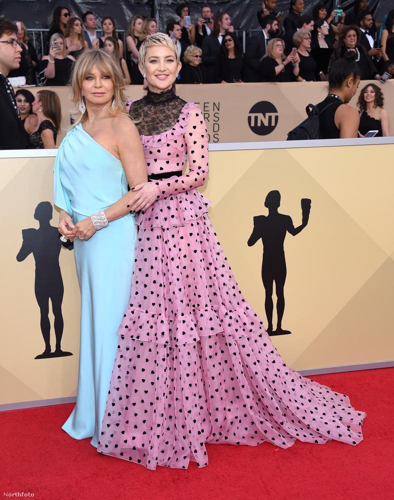 Nos, a színésznő, aki ezen a képen lányával, Kate Hudsonnal látható, 72 éves.
