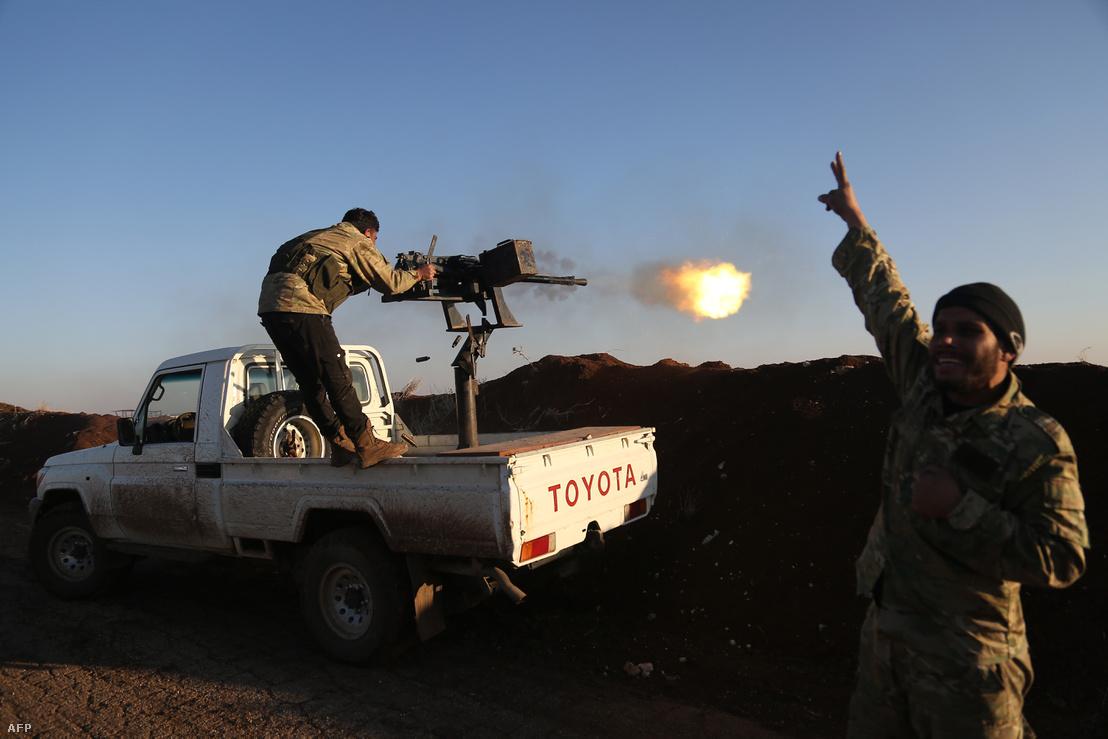 A török támogatást élvező szír miliciszák lövik a kurdok állásait Afrin térségében