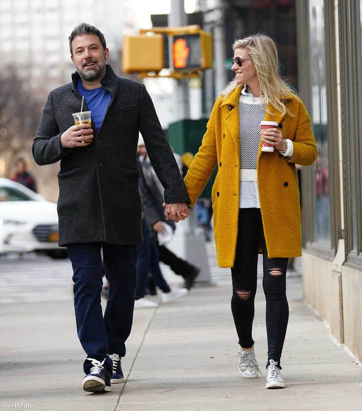 A színész válása Jennifer Garnertől évek óta téma, ahogy az is, hogy ki-be jár az elvonóra, legutóbb pedig ő is zaklatási botrányba keveredett.Ám ezek mellett arról is sokat lehet olvasni, hogy tavaly nyár óta új barátnője van, a producerként dolgozó, Lindsay Shookus