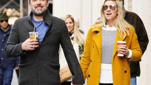 Ben Afflecket rég láttuk annyira vidámnak, mint új barátnőjével kávézás közben