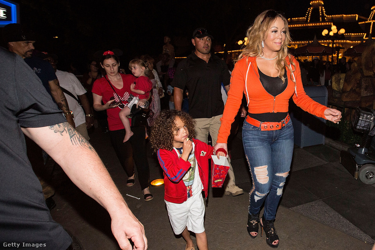 Ha pedig már Észak-Afrikában járunk, íme Mariah Carey és Moroccan (marokkói) nevezetű kisfia.