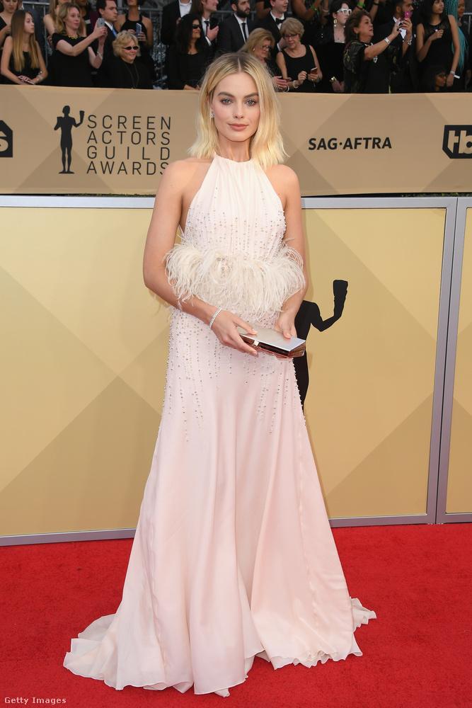 Margot Robbie tollas Miu Miu ruhája volt az egyik legszebb a SAG-díjátadón.