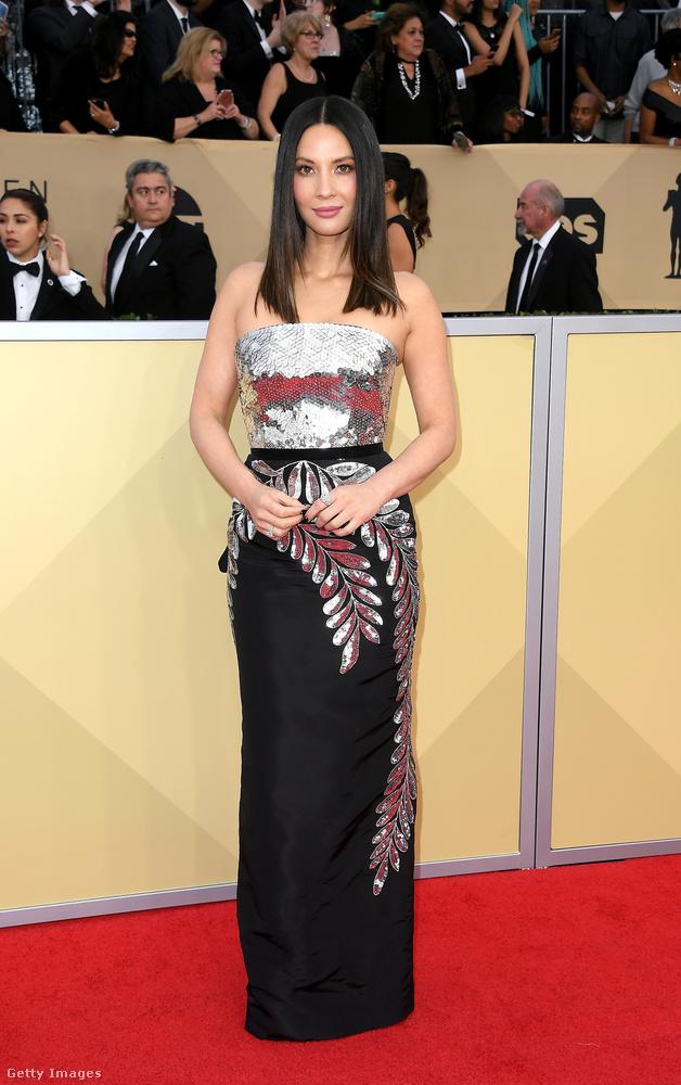 Többen túl biztonságos választásnak találták Olivia Munn ezüst-fekete Oscar de la Renta ruháját, de mi szerettük, kifejezetten elegáns volt benne.