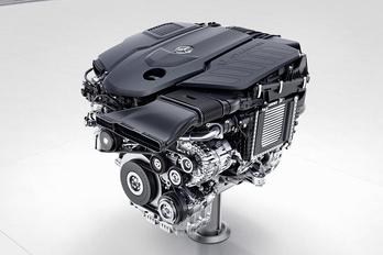 Szakít a V6-ossal a Mercedes-Benz