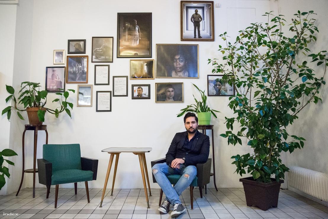 Omid a nyitás óta a szállodában dolgozik, munkájával nagyon meg vannak elégedve.