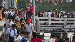 Magyar turista halt meg egy svédasztalos vacsora után Thaiföldön
