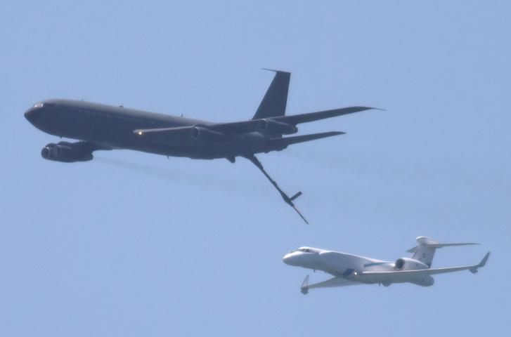 Izraeli 537 Gulfstream kémrepülőgép légi utántöltése