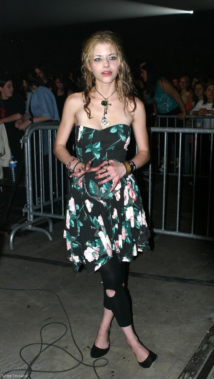 A szakadt leggings is divatból volt 2004-ben.