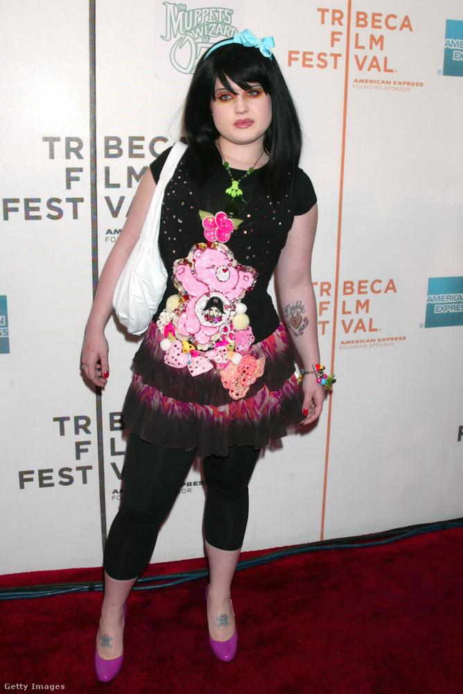 2005-ben a Muppet film premierjén jelent meg kislánynak öltözve.
