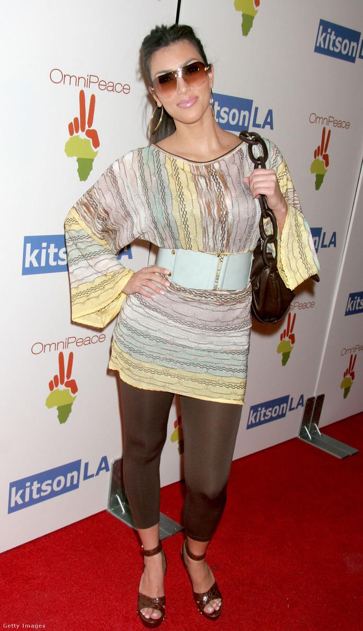 Kardashian abban az évben többször viselt cicanadrágot a rendezvényeken.