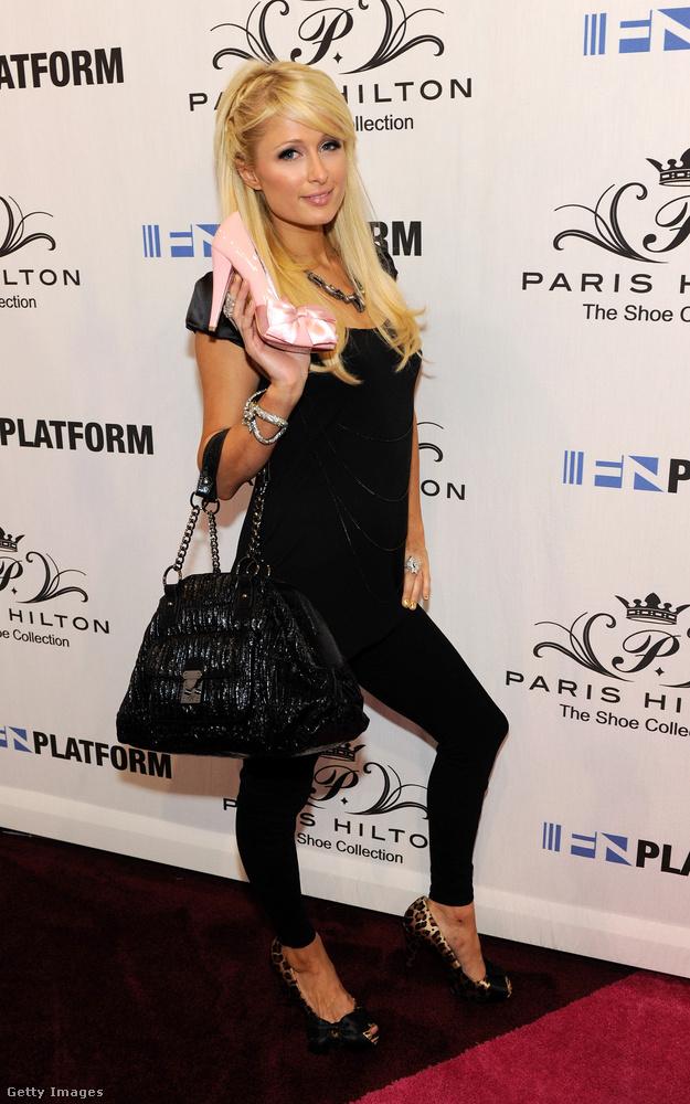 Ahogy egykori kebelbarátnője, Paris Hilton is.