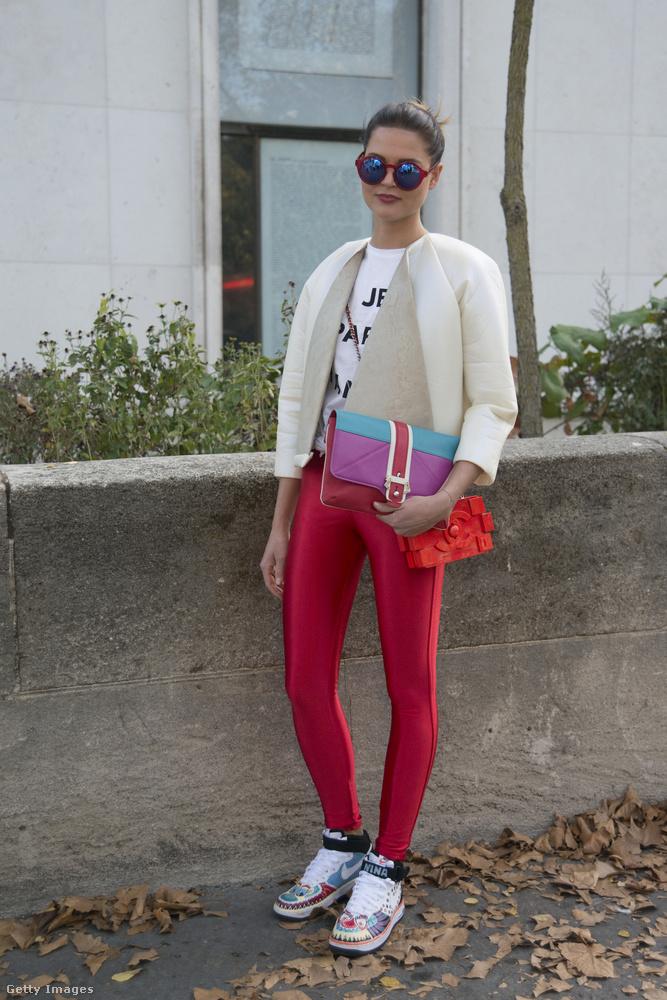 2014-ben a divatszakember Nina Sieber vette fel az American Apparel latex cicanadrágját Chanel táskával a párizsi divathéten.