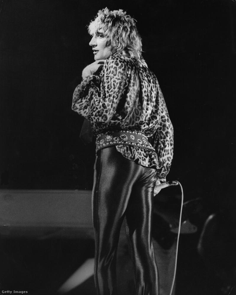 Rod Stewart is előszeretettel lépett fel leggingsben akkoriban.