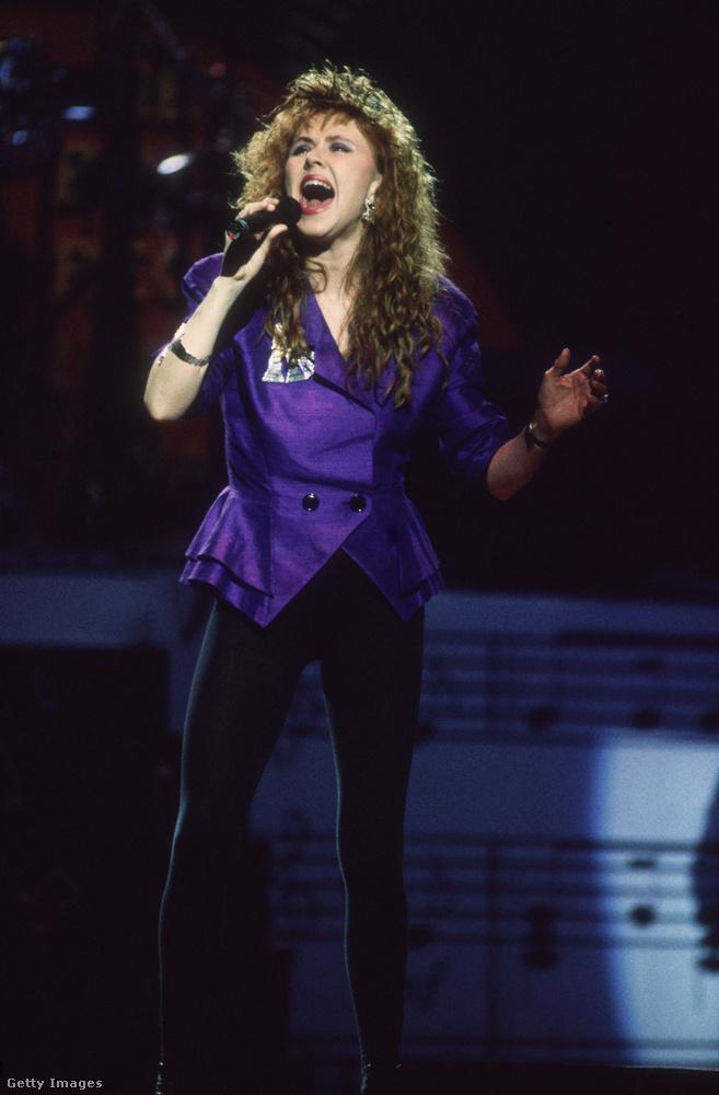 A 80-as évek sláger blézere cicanadrággal Carol Decker énekesnőn 1988-ban.