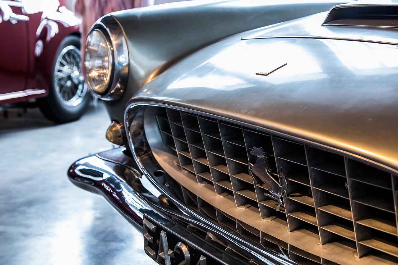 Valamirevaló autógyűjtemény Ferrari nélkül? Ugyan már. A portugál gyűjtő egy 1956-as 250 GT Speciale-t söpört be, ilyen autók másfél millió dollár körül cserélnek gazdát.