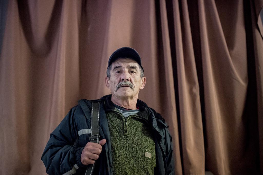 Sándor 1990-ben vált el a feleségétől, azóta hajléktalan, színházban pedig még régebben, több mint harminc éve járt utoljára.