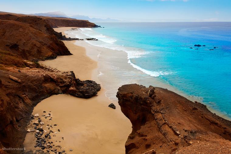 A szigetcsoport második legnagyobb szigetén, Fuerteventurán találhatók sokak szerint egész Európa legszebb strandjai