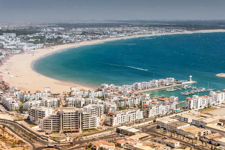 A marokkói Agadirban az év 365 napjából 300 napos, az átlaghőmérséklet nappal télen is simán 22-26 Celsius-fok körüli