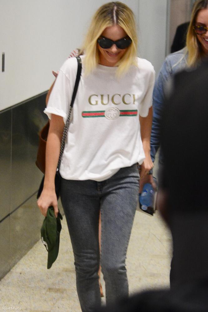 Búcsúzóul egy igazi szenzáció:Margot Robbie megérkezett Sydney városába, Gucci pólót viselt és a földet bámulta.Viszlát!