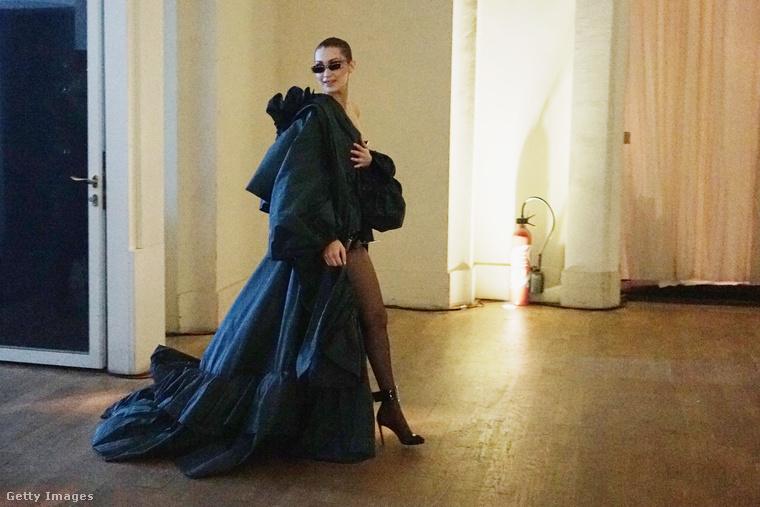 Most zajlik Párizsban az haute couture divathét, és nem hiányozhat innen az utóbbi évek egyik legfelkapottabb modellje, Bella Hadid sem