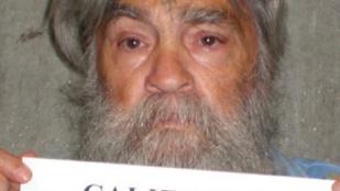 Hárman harcolnak Charles Manson holttestéért