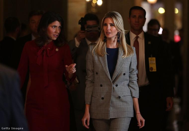 Az elnökúr lánya, Ivanka Trump is követte példáját októberben