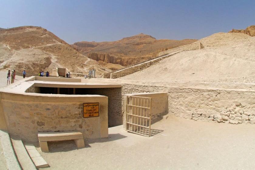 Tutanhamon sírjának bejárata a Királyok völgyében.
