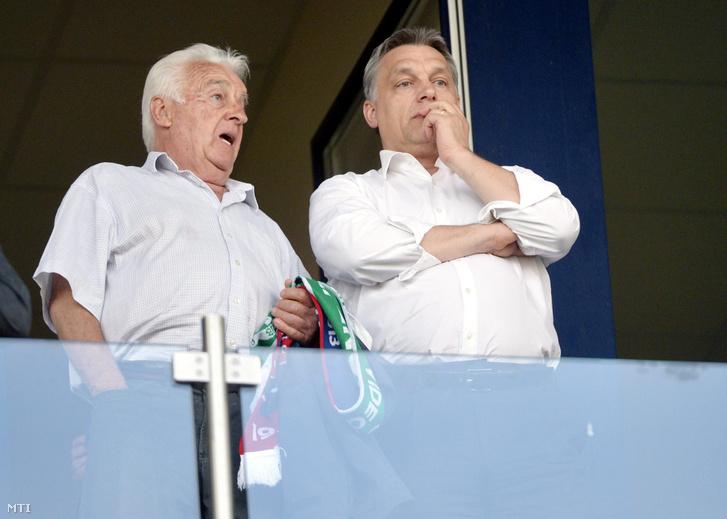 Orbán Viktor miniszterelnök és apja, Orbán Győző a VIP-páholyban a labdarúgó Ligakupa döntőjeként vívott Ferencváros - Videoton FC találkozón a székesfehérvári Sóstói Stadionban 2013. április 24-én.