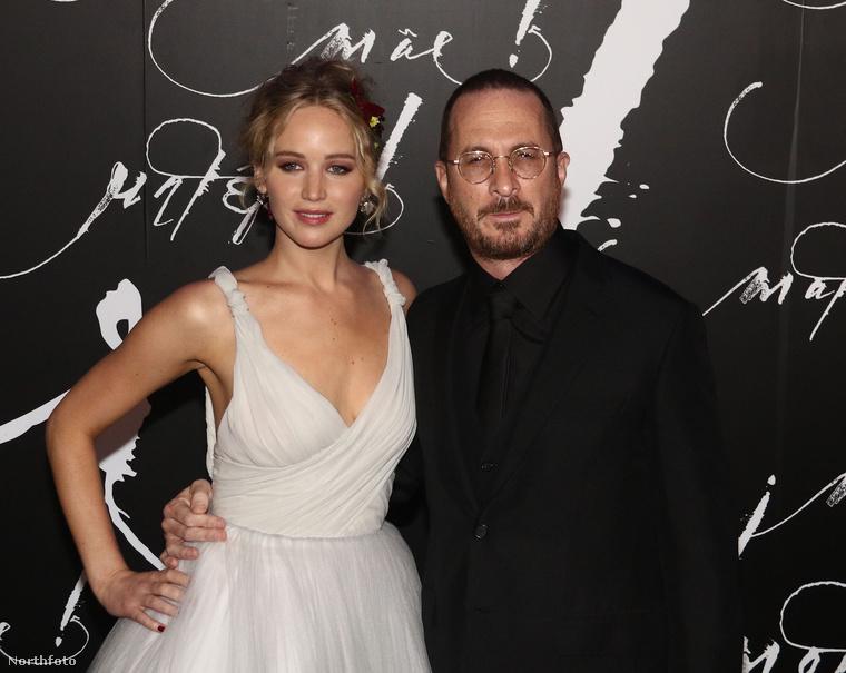 Ez a kép szeptemberben készült Jennifer Lawrence színésznőről és akkor frissen bemutatott filmjének rendezőjéről, Darren Aronofskyról, akivel akkor egy párt alkottak