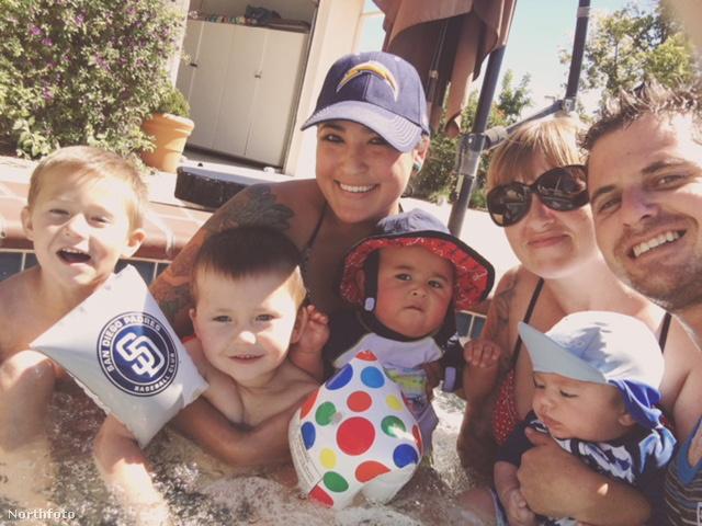 Amióta Lauren is belépett a kapcsolatba, szült még két kisfiút, így bővült héttagúvá a család.