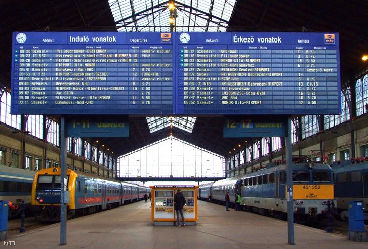 Ingázók és vidéki hallgatók rendszeres csomópontja a vasútállomás
