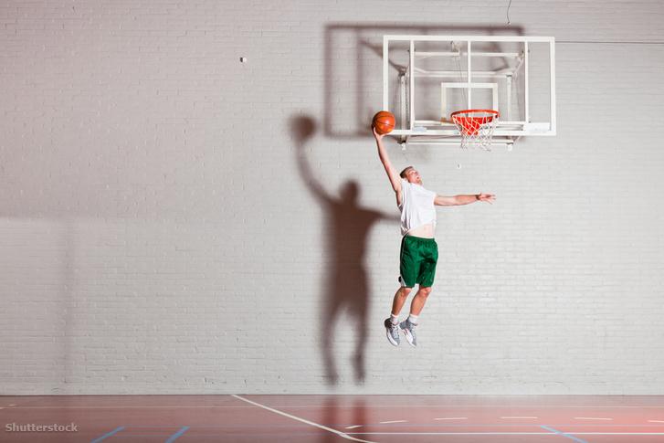 Szegeden a legnépszerűbb csapatsport a kosárlabda vagy a kézilabda, jó eredményeket ér el a női vízilabda csapat, a vívó klub.