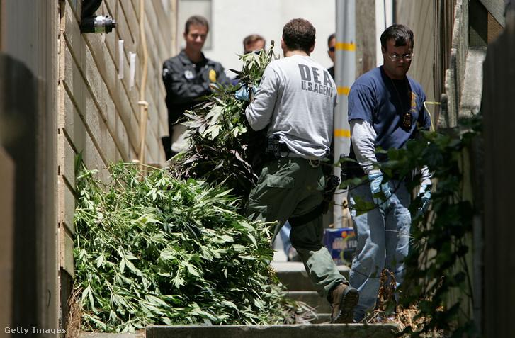 DEA razzia egy kaliforniai klinikán 2005-ben