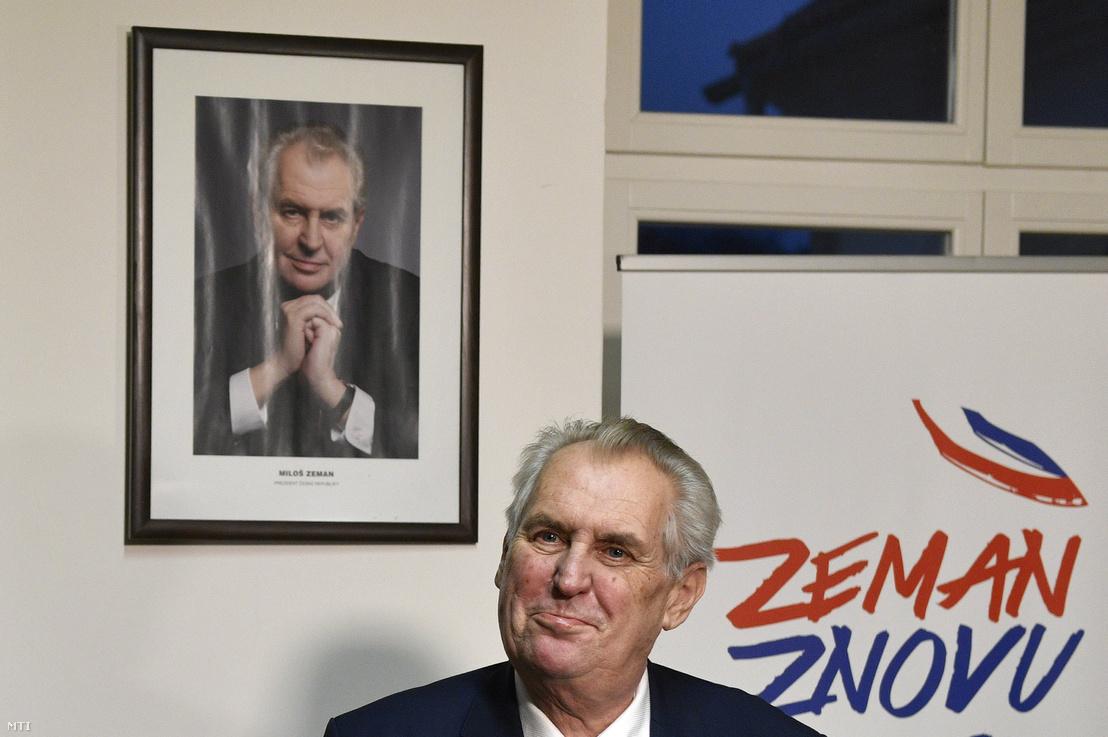 Milos Zeman újraválaszásáért küzdő cseh államfő prágai sajtóértekezletén 2018. január 13-án miután befejeződött a cseh elnökválasztás első fordulója.