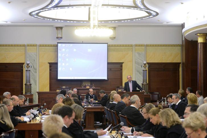 A Kúria ülése a testület székházának dísztermében 2017. október 16-án.