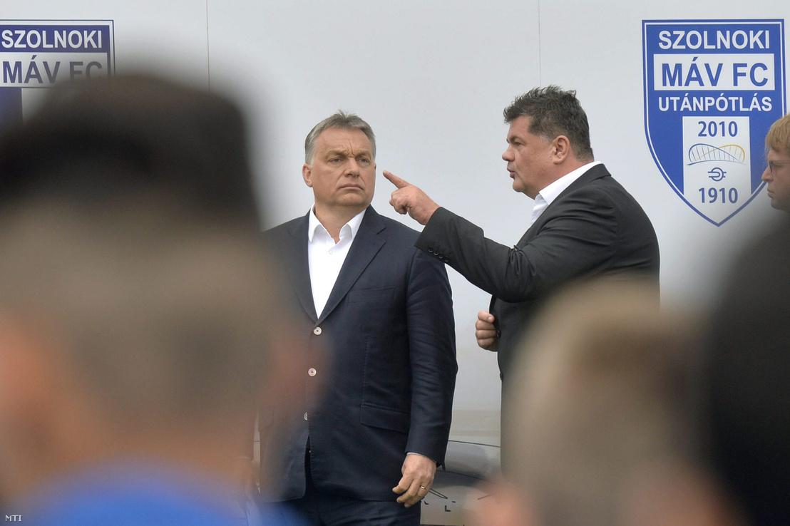 Orbán Viktor miniszterelnök (b) és Nyerges Zsolt a Szolnoki MÁV FC tulajdonosa az újjáépített Tiszaligeti Stadion megnyitóján Szolnokon 2016. április 9-én.