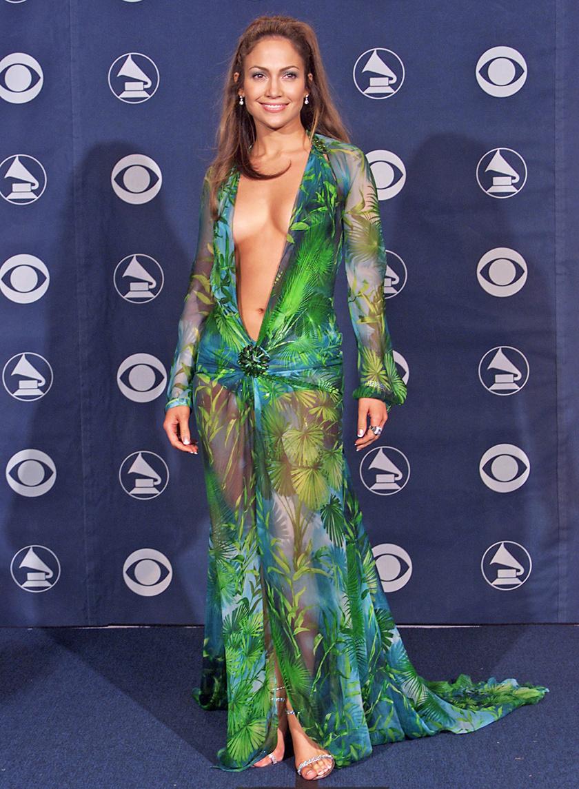 A legismertebb ruha Jennifer Lopez nevéhez kötődik - ezt a zöld Versace-estélyit évtizedek óta emlegetik. A ruha olyan híres, hogy még saját Wikipédia-oldala is van.