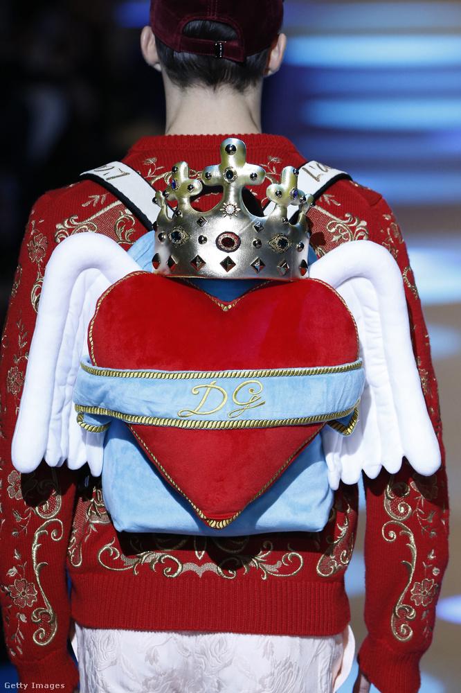 Szivecskés hátizsák a Dolce & Gabbanától.