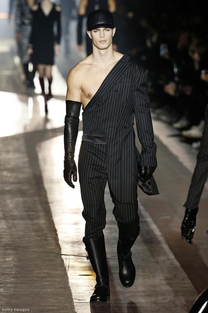 Félvállas irodista-szadomazo ruha a Moschinótól.