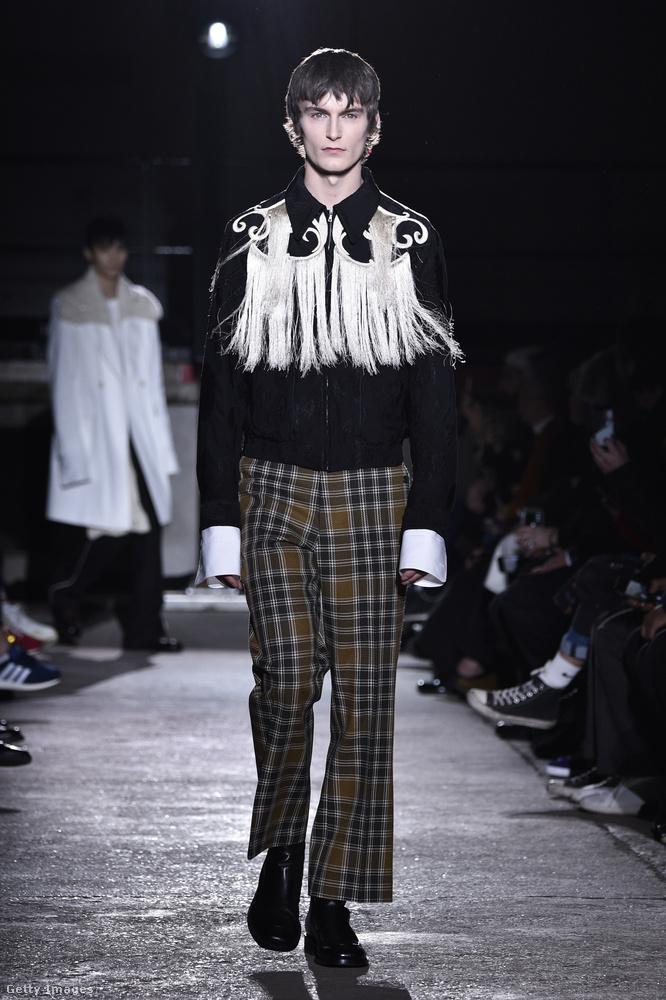 Kockás pantalló és cowboy ing Dries Van Notentől.