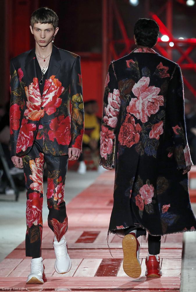 Ezt a virágmintás Alexander McQueen nadrágkosztüm inkább uniszex lehet.