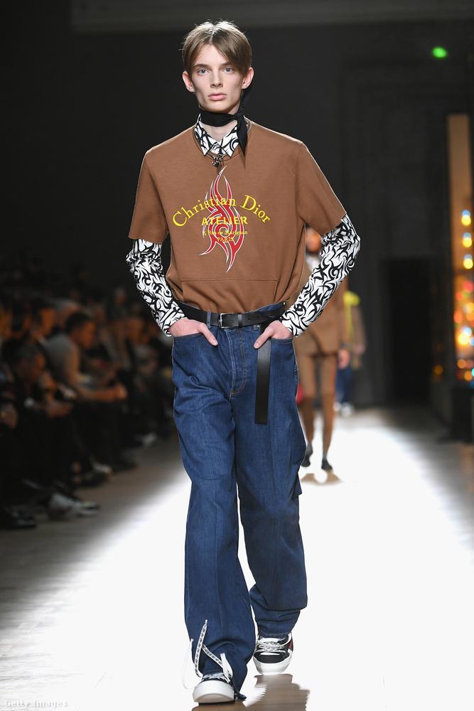 Ilyen plázatetkós, hímzett pólókat fog árulni a Dior.