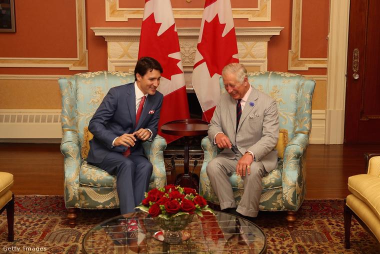 De menjünk még visszább az időben, ez 2016 júliusa, egy hazafias találkozó Károly herceggel.