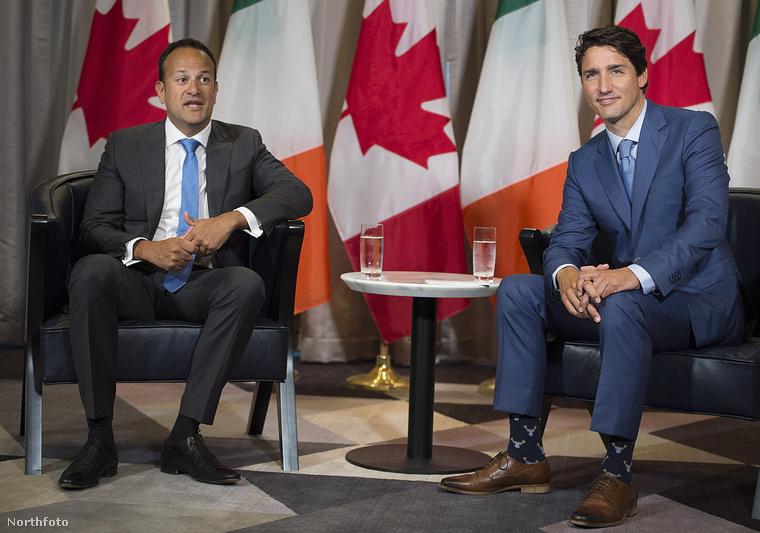 Az időpont tavaly augusztus 20., a helyszín Montreál. Mik is vannak Trudeau zokniján?
