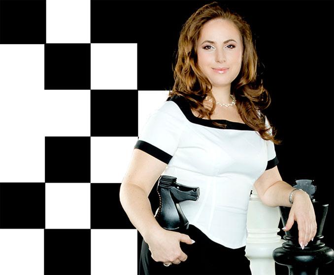 Polgár Judit semmit nem változott, csak egyre csinosabb. Megjelenése méltó egy sakk-királynőhöz. Mindig elegánsan mutatkozik a nyilvánosság előtt.
